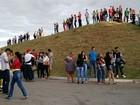 Fãs fazem fila para velório de Cristiano Araújo em Goiânia