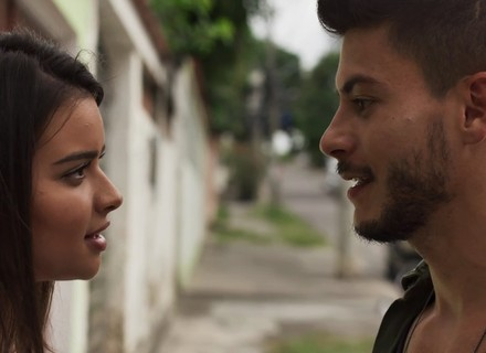 Diego pede Melissa em namoro