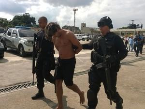 Eduardo, o 2D, na chegada ao Rio (Foto: Lilian Quaino / G1)