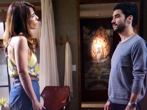 Danielle mente para Pedro e consegue um convite para Érika (Foto: Império / TV Globo)