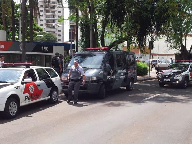 Falsa bomba em bairro nobre de Campinas mobiliza Gate (Foto: Luciano Calafiori / G1)