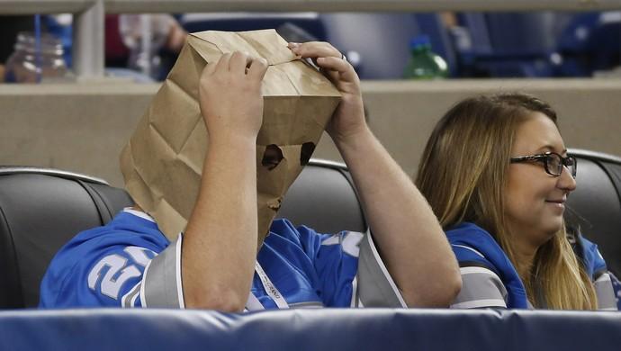 torcedor detroit lions saco na cabeça vergonha nfl (Foto: Getty Images)