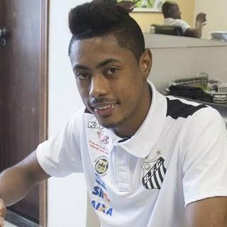 Santos anuncia contratação de Bruno Henrique