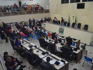 Sessão com prefeitos, estado e deputados aconteceu no plenário da Alap (Foto: John Pacheco/G1)