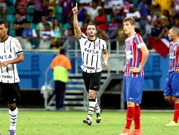 Renato Augusto comemora gol do Corinthians contra o Bahia