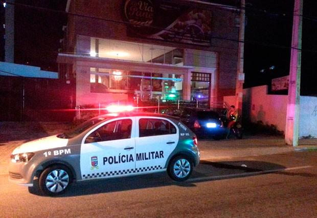 PM foi à padaria assaltada, mas não encontrou os criminosos (Foto: Kléber Teixeira/Inter TV Cabugi)