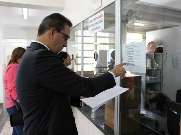 Conselheiro Renato Rainha faz inspeção no Hospital Regional de Sobradinho  (Foto: Tribunal de Contas do DF/Divulgação)