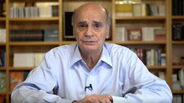 O médico Drauzio Varella, em imagem captada num dos vídeos que publica em seu canal no YouTube  (Foto: Divulgação)