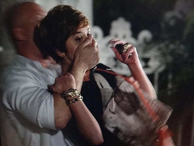 Que cilada! Aisha é sequestrada (Foto: Salve Jorge/TV Globo)