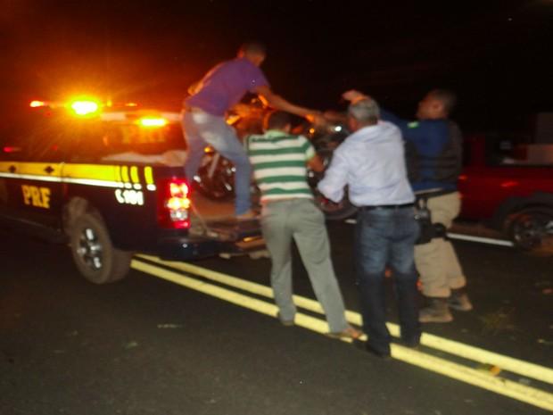 Duas pessoas morreram atropeladas após acidente na BR-135, na Bahia  (Foto: Blog do Sigi Vilares)