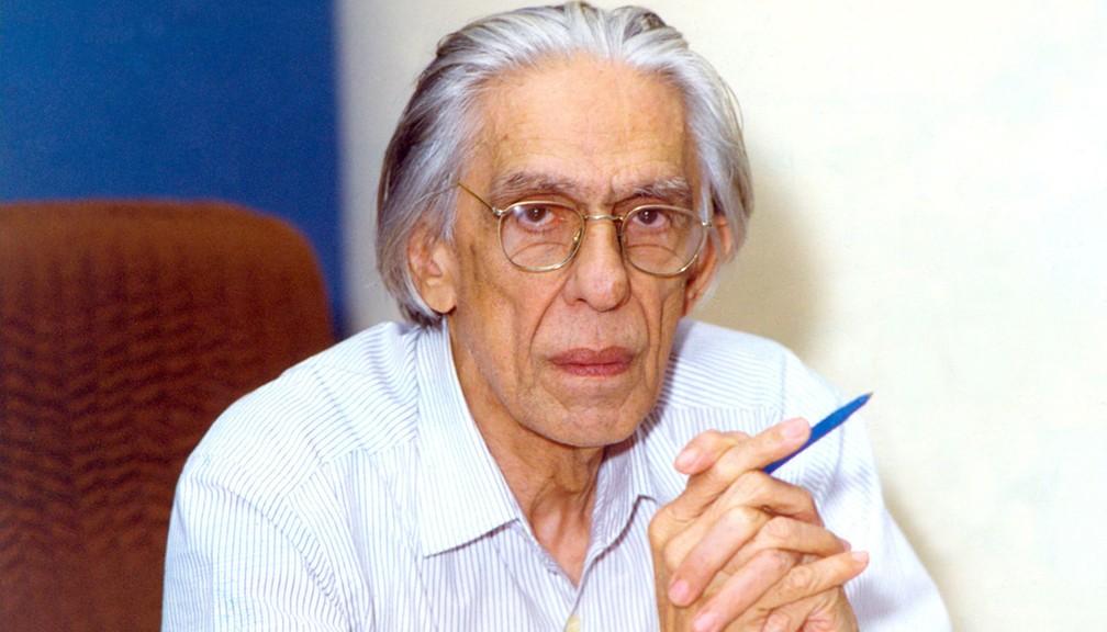 Ferreira Gullar durante entrevista realizada no Rio, em outubro de 1994 (Foto: Otávio Magalhães/Estadão Conteúdo/AE)