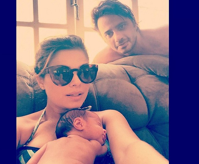 Vanessa com o marido e a filha, Maria (Foto: Arquivo Pessoal)