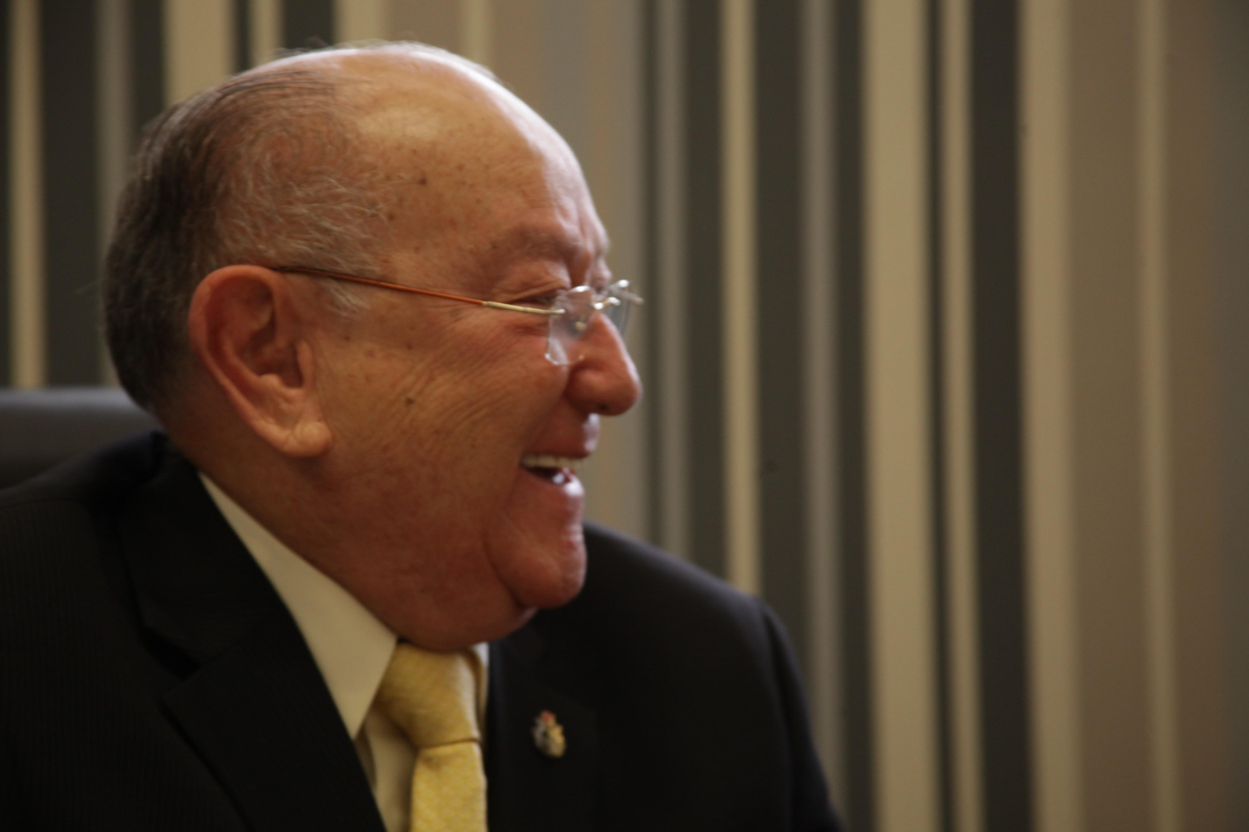 O pastor José Wellington sorrindo durante entrevista após o culto de lançamento da Mais Ad (Foto: João Mello Bourroul)