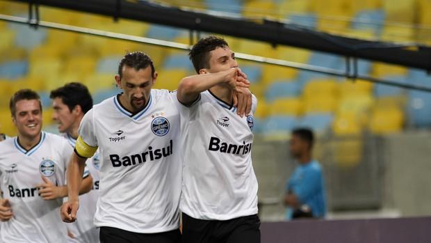 Barcos e Alex Telles gol Grêmio x Botafogo (Foto: Luciano Belford / Ag. Estado)