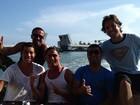 Cadê Irina? Cristiano Ronaldo aproveita as férias cercado de amigos
