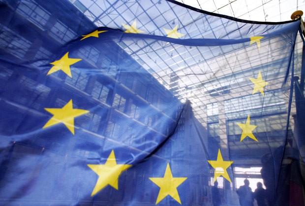 Bandeira europeia no QG da União Europeia, em Bruxelas, na Bélgica, em 22 de março de 2006 (Foto: AFP)
