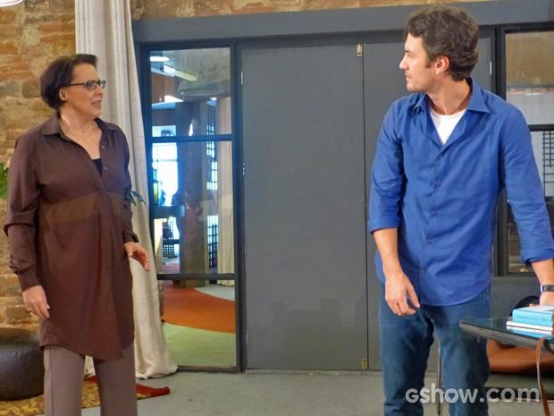Selma joga verdades na cara de Laerte e ele responde (Foto: Em Família/ TV Globo)