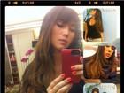 Dani Suzuki faz mechas no cabelo e pede opinião dos internautas