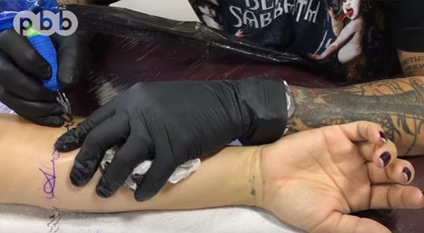 Kelly Key exibe tatuagem  (Foto: Reprodução)