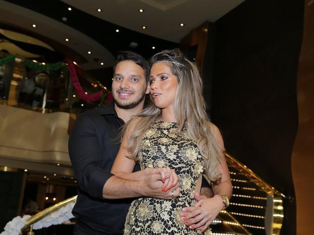 Fani e o namorado, Leandro Dias, em cruzeiro de Roberto Carlos (Foto: Marcello Sá Barretto/ Ag. News)