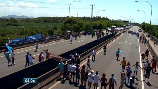 Moradores da Grande Vitória 'abraçam' Rio Jucu em protesto