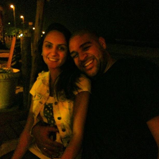 Renata Fontes e Adriano (Foto: Reprodução Instagram)