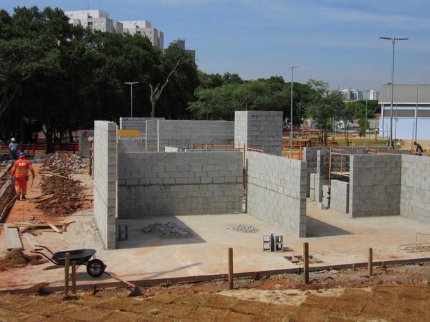 Pista de parkour terá muros e plataformas de diversas alturas e formatos (Foto: Vivian Reis/G1)