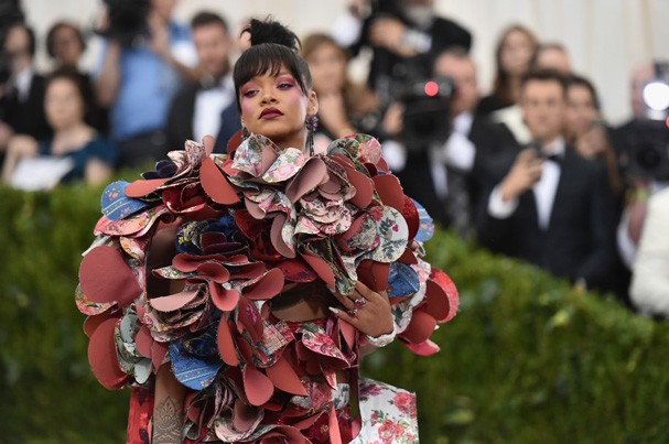 """NEW YORK, NY - MAY 01:  Rihanna attends the """"Rei Kawakubo/Comme des Garcons: Art Of The In-Between"""" Costume Institute Gala at Metropolitan Museum of Art on May 1, 2017 in New York City.  (Photo by Mike Coppola/Getty Images for People.com) (Foto: Getty Images for People.com)"""