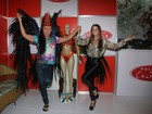 David Brazil e Viviane Araújo vão a feira de carnaval no Rio