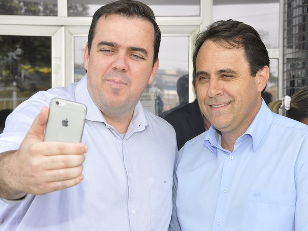 Candidato Gustavo Mendanha (PMDB) e seu vice, Veter Martins (SD) (Foto: Rodrigo Estrela/Divulgação)