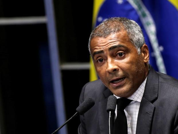 O senador Romário (PSB-RJ) fala durante durante sessão para votação da admissibilidade do processo de impeachment da presidente Dilma Rousseff no Senado, em Brasília (Foto: Ueslei Marcelino/Reuters)