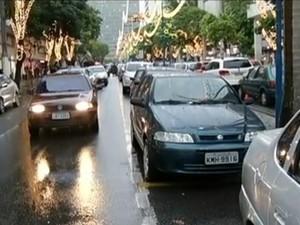 Trânsito em Volta Redonda, RJ (Foto: Reprodução/TV Rio Sul)