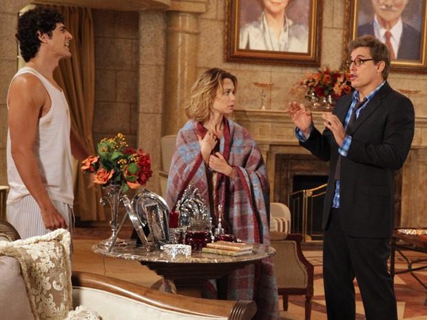 Felipe fica possesso com a notícia dada por Nando e Juliana (Foto: Guerra dos Sexos / TV Globo)