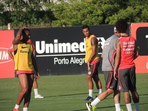 Anderson Valdívia Bruno Gomes Inter (Foto: Tomás Hammes / GloboEsporte.com)