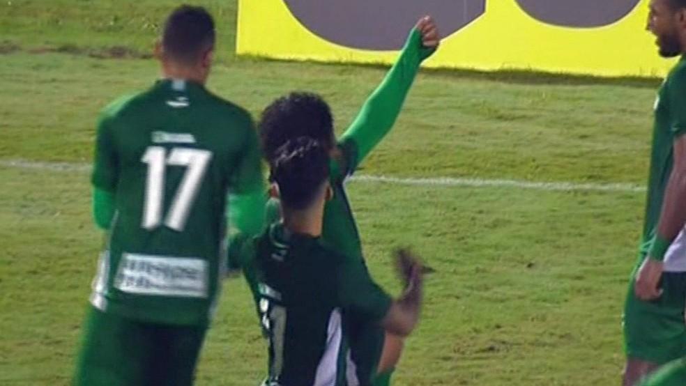 Willian Rocha comemora para o Guarani (Foto: Reprodução Premiere FC)
