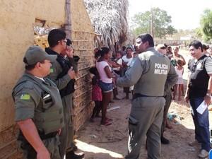 Polícia Militar cumpre reintegração de posse em Esperantina, no Norte do PI (Foto: Kléber Oliveira/Portal RevistaAz)