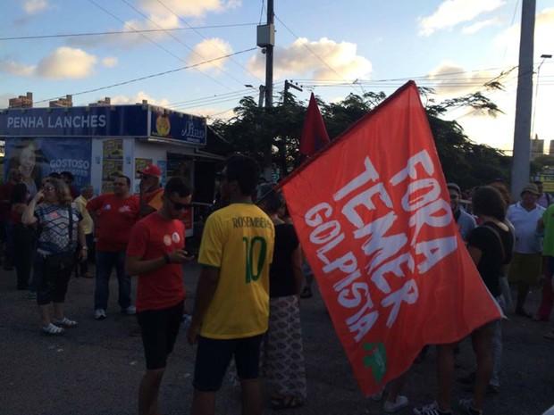 Grupo faz ato contra governo Temer em Natal (Foto: Renato Vasconcelos/ G1)