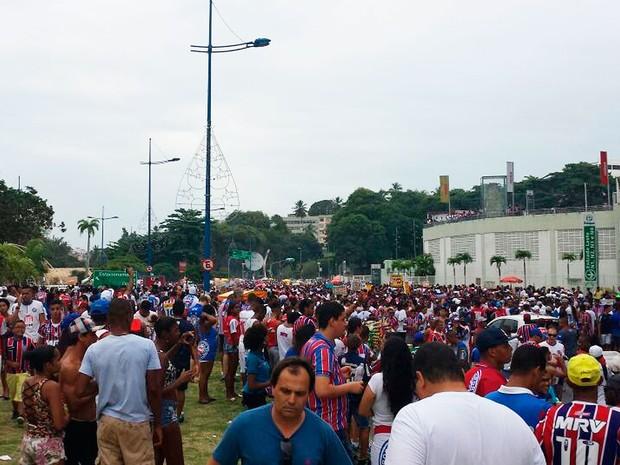 Torcida do Bahia no entorno da Arena Fonte Nova (Foto: Raphael Carneiro/Globoesporte.com)