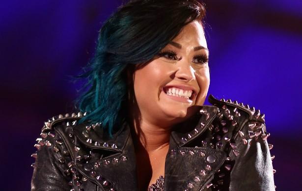 """Demi Lovato acredita totalmente em fantasmas. Além disso, a cantora conta que, quando tinha 8 anos de idade, viu em seu próprio quarto a alma de uma menininha vestida """"como se fosse do século 19"""". (Foto: Getty Images)"""