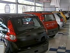 Concessionárias sofrem quedas na venda de carros novos (Foto: Reprodução/ TV TEM)