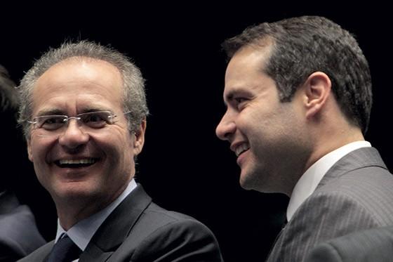 http://s2.glbimg.com/WIS8ei39ziHQ1EEKdkCd6W_eSQU=/e.glbimg.com/og/ed/f/original/2015/12/18/expresso-915-o-presidente-do-senado-renan-calheiros-e-o-governador-de-alagoas-renan-filho.jpg