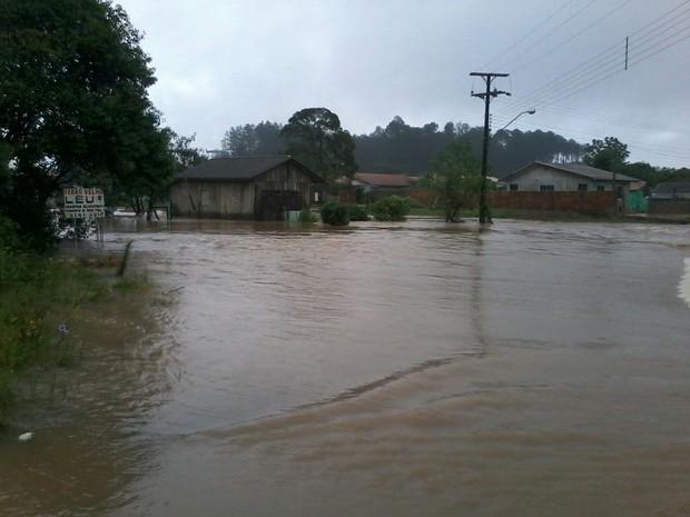 Município de Três Barras, no Norte catarinense, teve alagamentos neste domingo (11) (Foto: Defesa Civil/Divulgação)