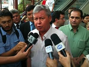 Prefeito anunciou interdição do shopping por motivos de segurança (Foto: Jamile Alves/G1 AM)