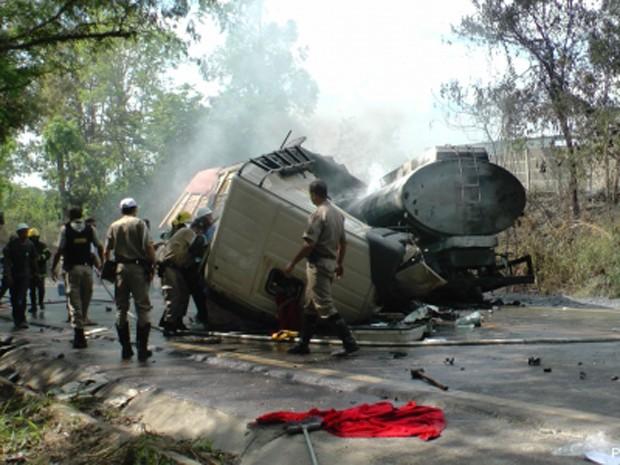 Acidente foi na manhã desta sábado em Arcos (Foto: Jaime Pedrosa/Portal de Arcos)