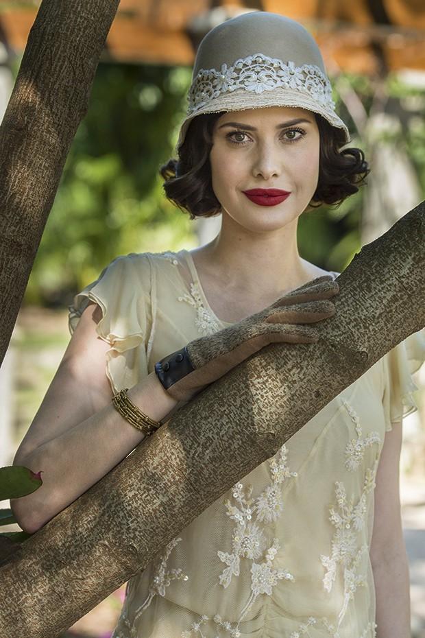 Caracterizada como uma cantora de ópera em tempo de amar, novela das 6 (Foto: Globo/ Maurício Fidalgo)