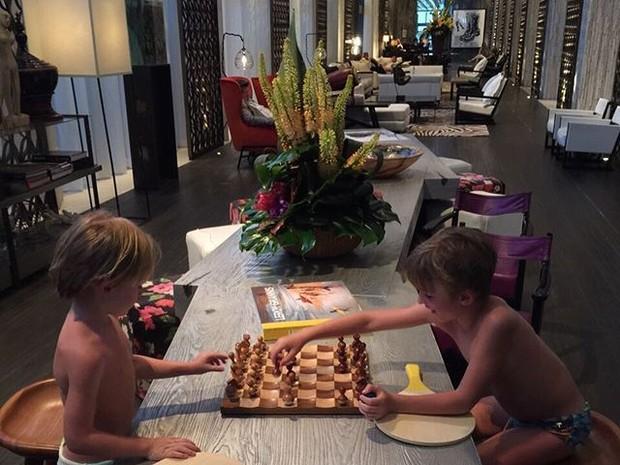 Guy e Noah, filhos de Danielle Winits, em Miami, nos Estados Unidos (Foto: Instagram/ Reprodução)