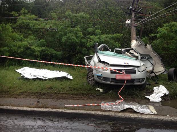 Duas pessoas morreram em acidente grave (Foto: Tatyana Jorge / TV Tribuna)
