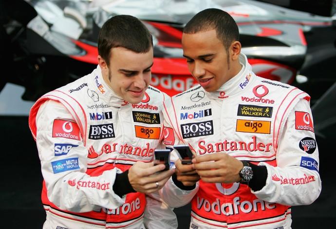 A paixão de Camila por Alonso começou ainda nos tempos da McLaren, quando ele foi parceiro de Hamilton (Foto: Getty Images)