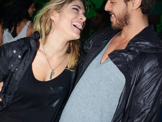 Priscila Fantin e Renan (Foto: Ari Kaye)