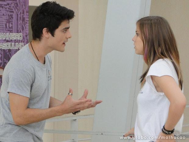 A Lia e o Vitor vão ter mais uma DR! Só que agora a Kika vai escutar tudinho! (Foto: Malhação / Tv Globo)